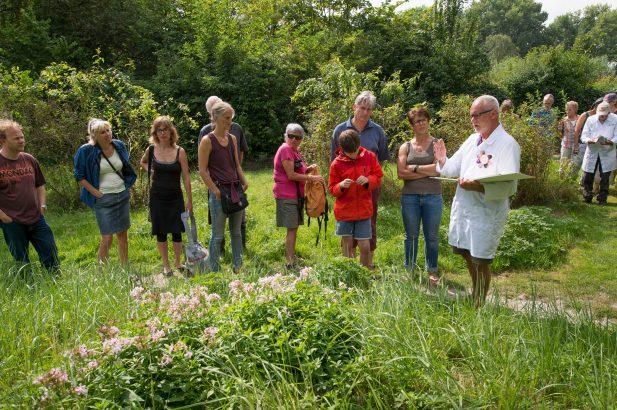 Heemtuin Zaandam-plant bij de dokter foto Wim Giebel
